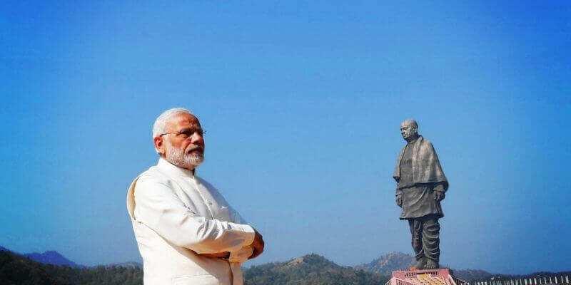 प्रधानमंत्री नरेंद्र मोदी स्टैचू ऑफ यूनिटी के साथ