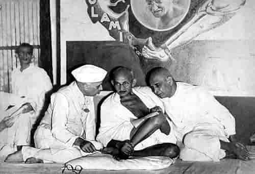 सरदार पटेल, नेहरू और गांधी जी