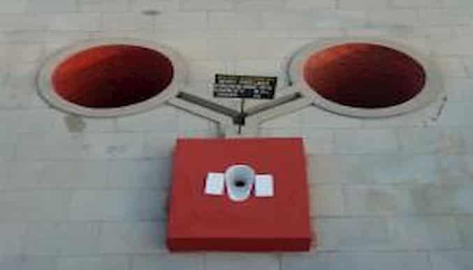 पर्यावरण के अनुकूल दो-गड्ढे वाला फ्लश-टॉयलेट
